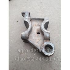 Бугель 74.30.537-1 нижней оси правый задней навески трактора Т 74